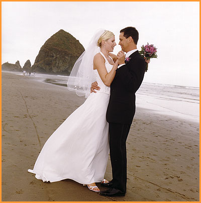 Cannon Beach Weddings on Beautiful Wedding Photography At Haystack Rock  Cannon Beach Oregon